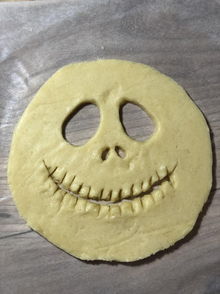 Cut the Face for the Pie