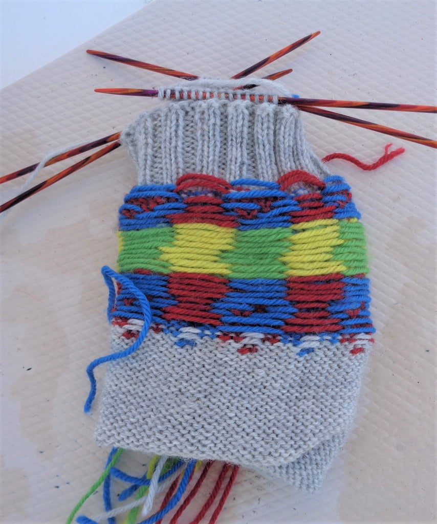 But First - ADVICE ABOUT STRANDED COLOR-WORK ON SOCKS