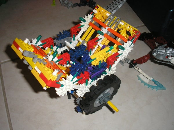V4 K'nex Engine, Manageable Amount of Pieces