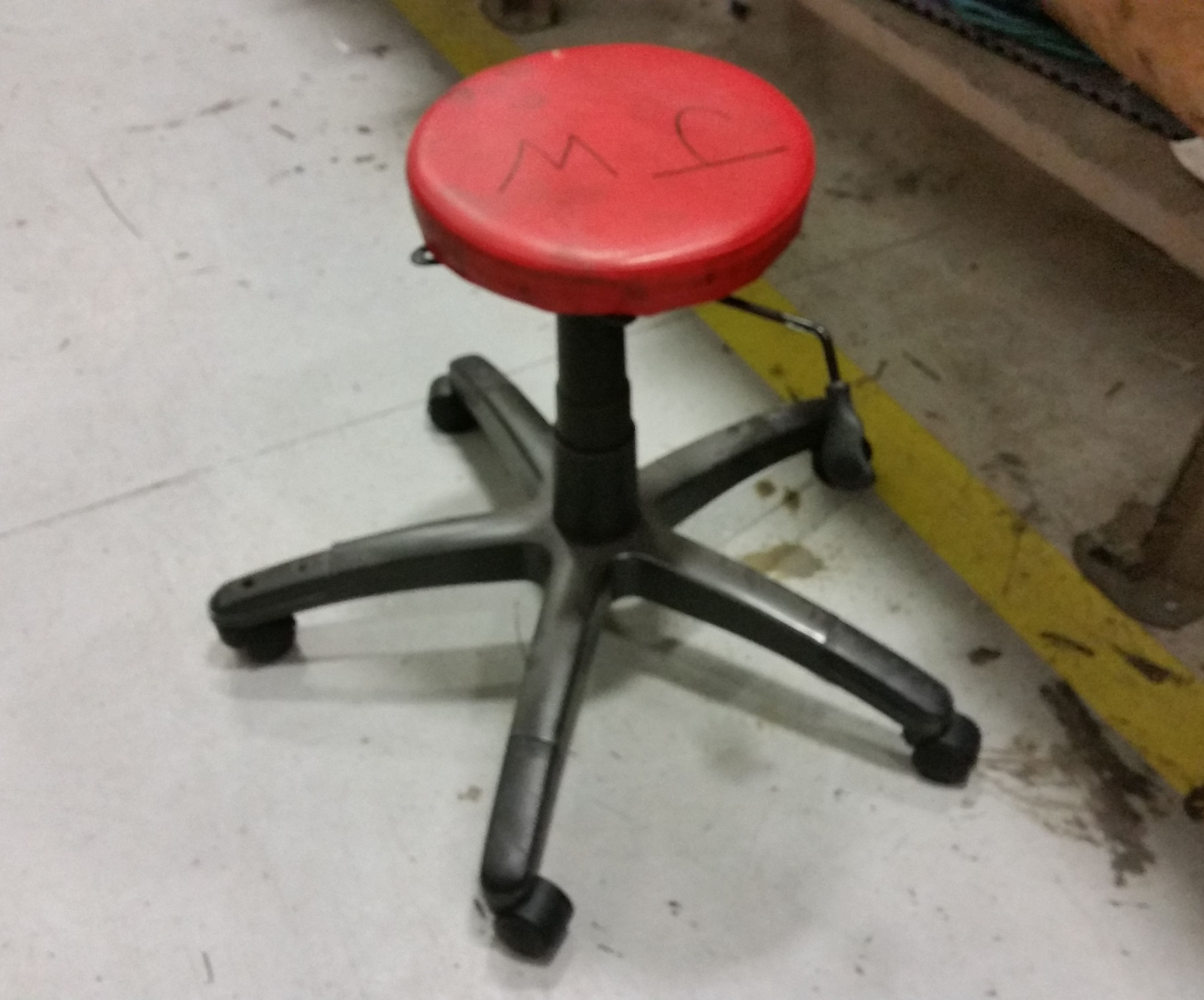 Height Adjustable Workshop Stool From an Old Office Chair