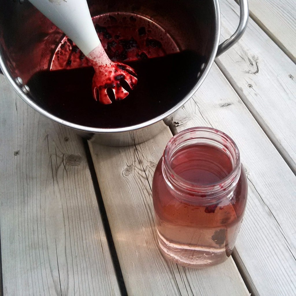 Extracting the Color (Preparing the Dye Pot)