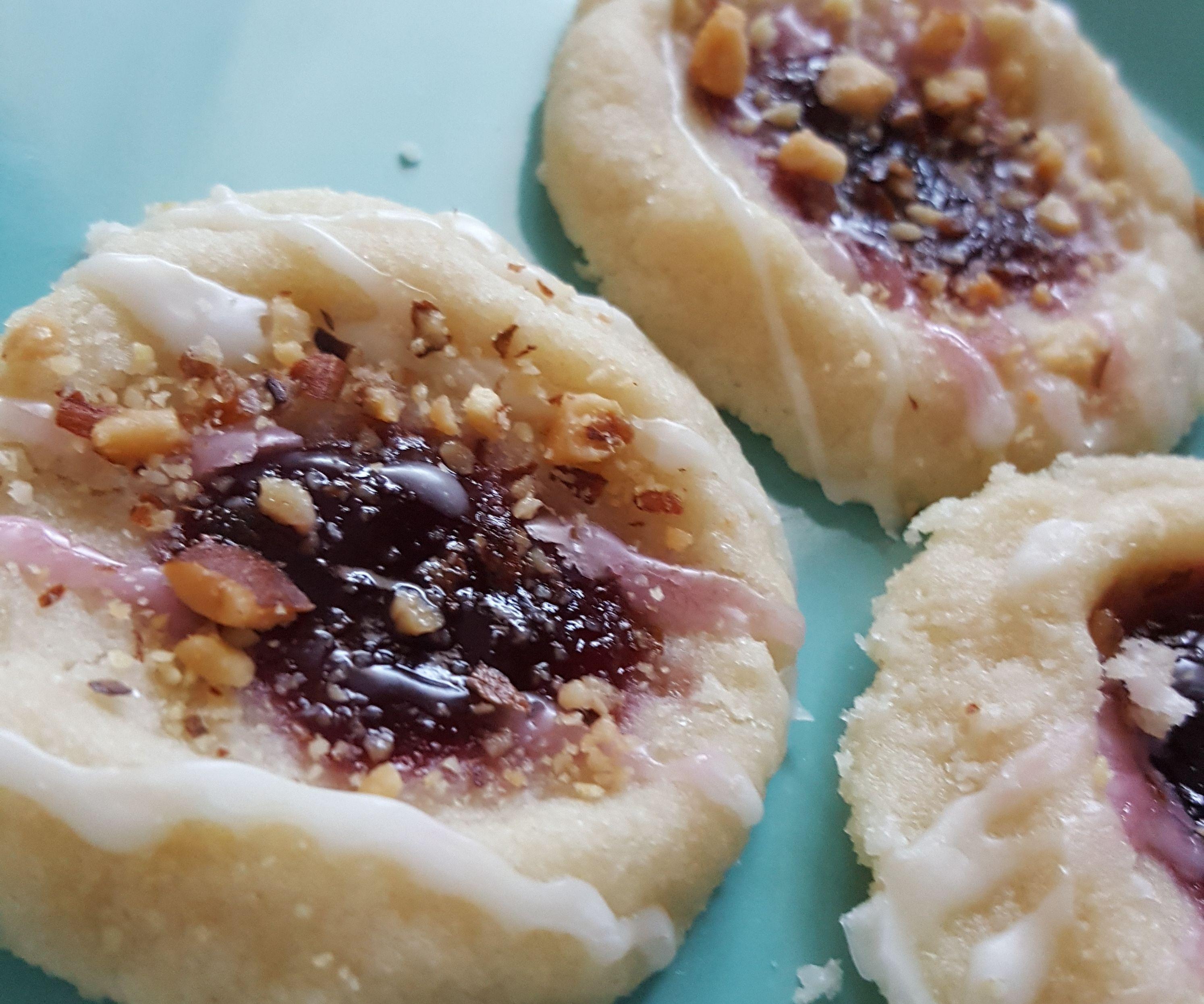Simple Raspberry Almond Shortbread Cookies