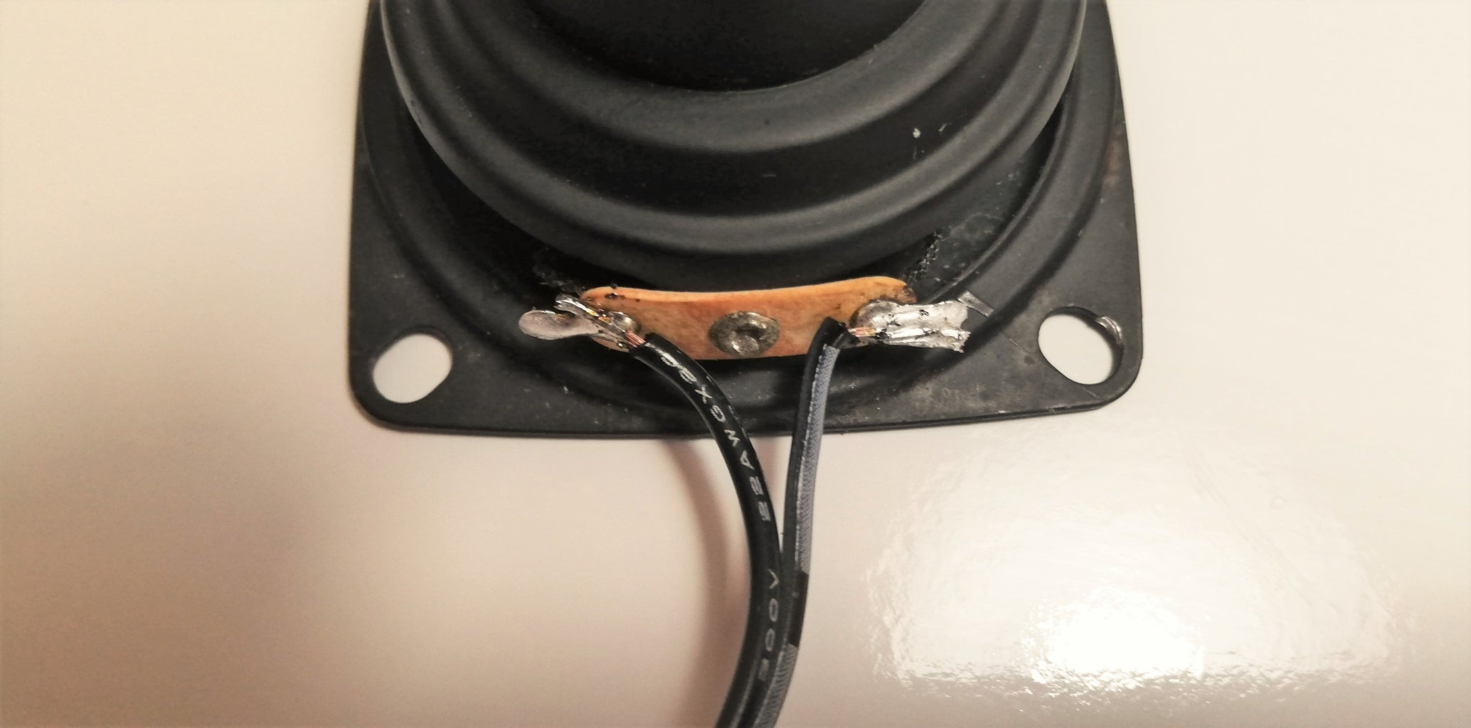 ELECTRICAL CONNECTIONS BETWEEN SPEAKERS