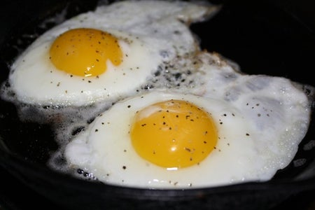 How to Fry a Hard Egg Without Getting the Outside Crunchy