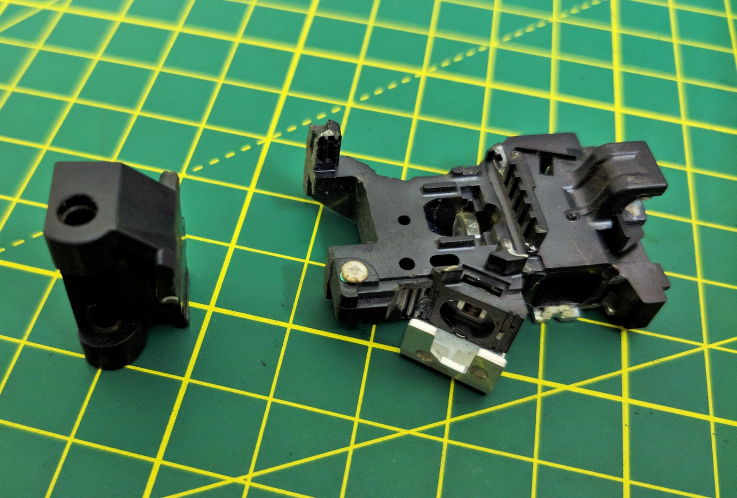 Assembling the Slider Rails for the X and Y-Axis