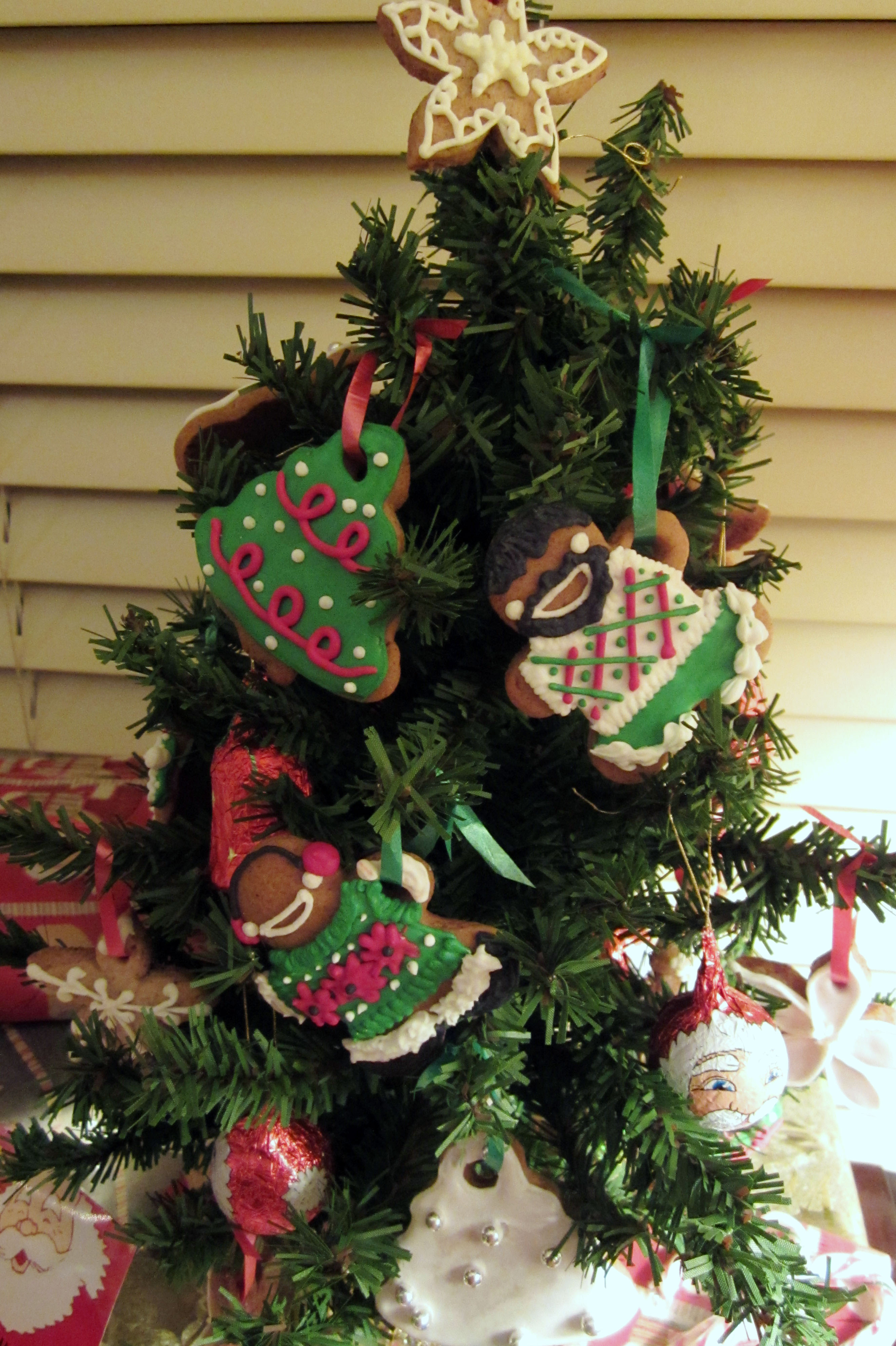 Adorable Edible Mini Christmas Tree With Cookie Ornaments 6 Steps Instructables