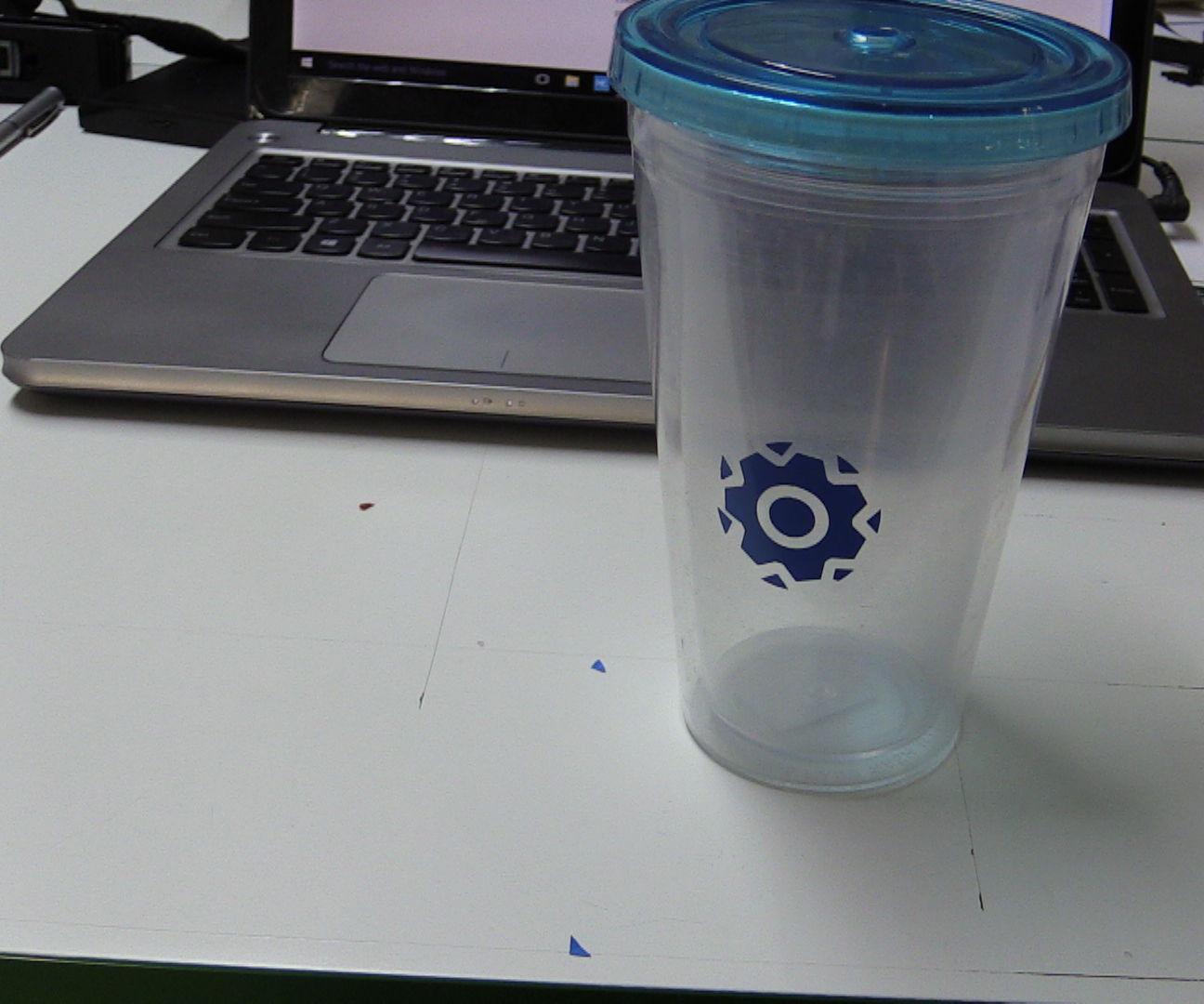 Como quitar el pegamento de un vaso