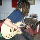 How to play a few guitar chords (beginner)