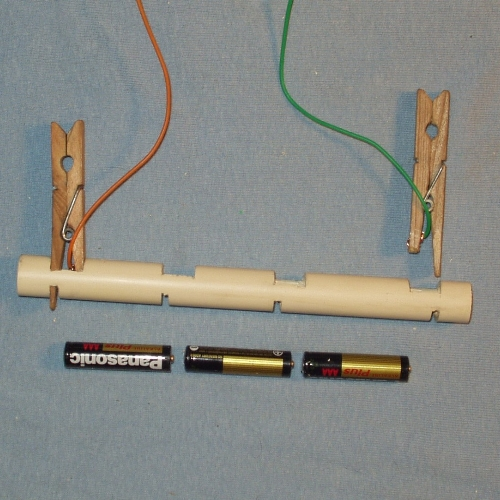 MULTIPLE BATTERY HOLDER  --  for electrical experiments