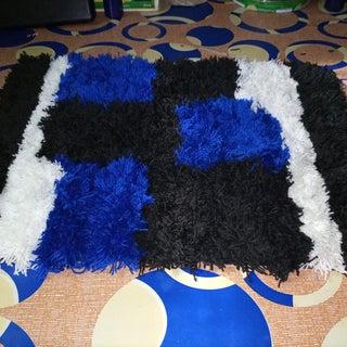 How to Quickly Make a Pompom Rug