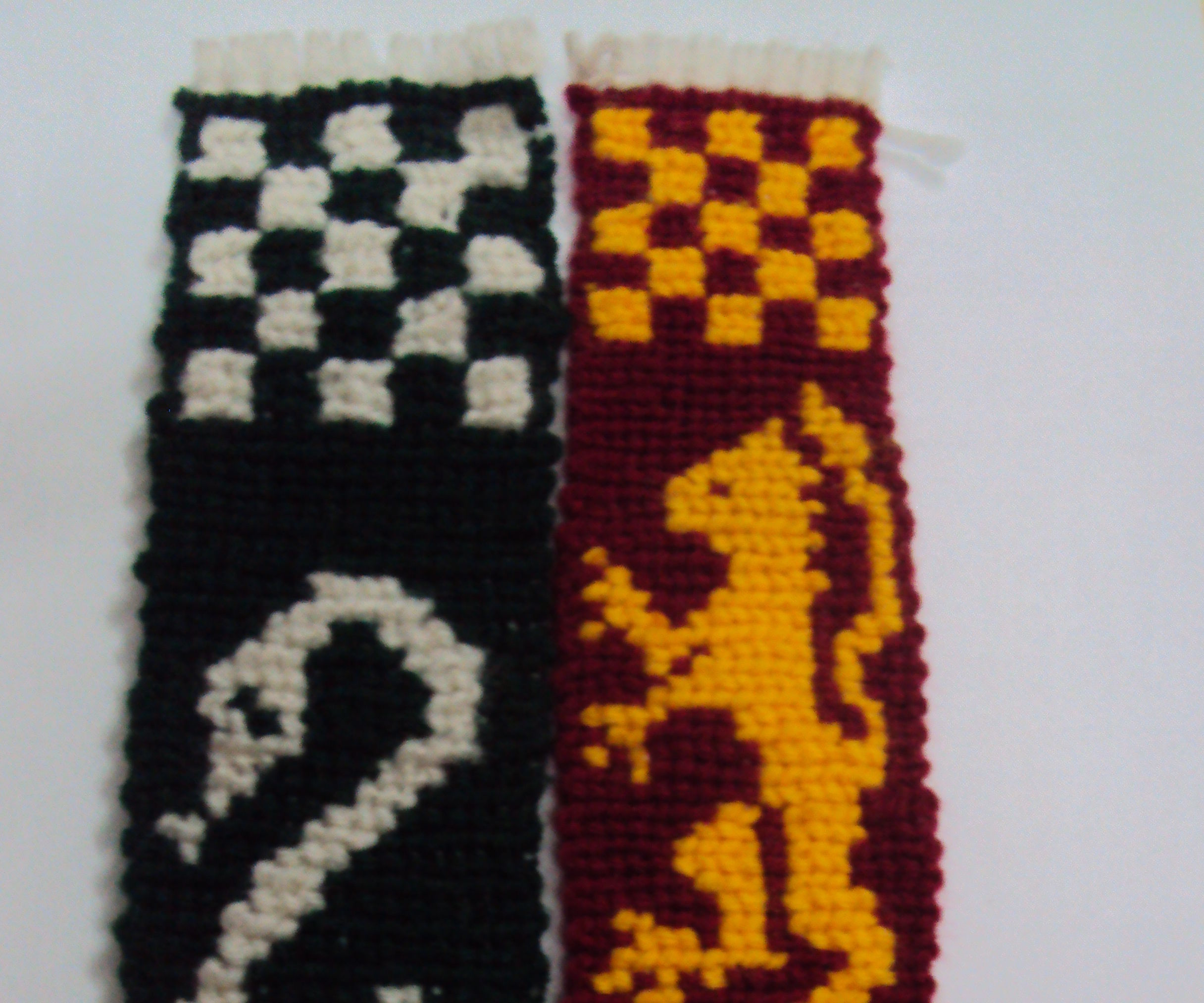KNITTED HARRY POTTER HOUSE BANNERS
