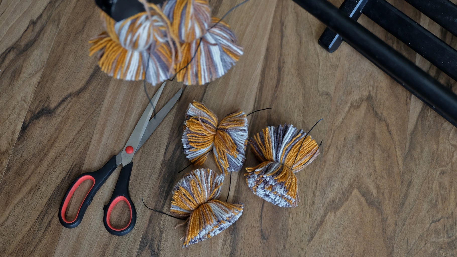 Making Pompoms. Cutting