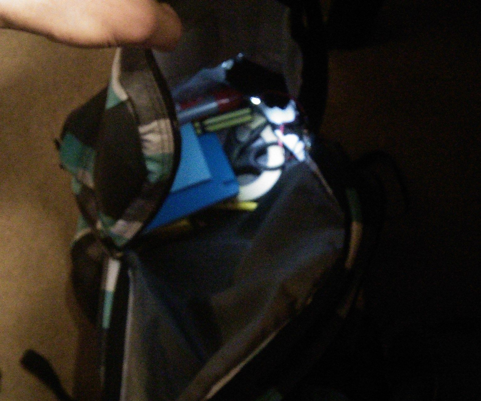Zip triggered bag Light