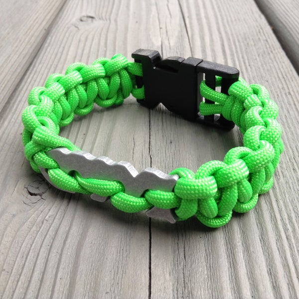 Paracord Bracelet With Integrated Fish Bone Gear Tie
