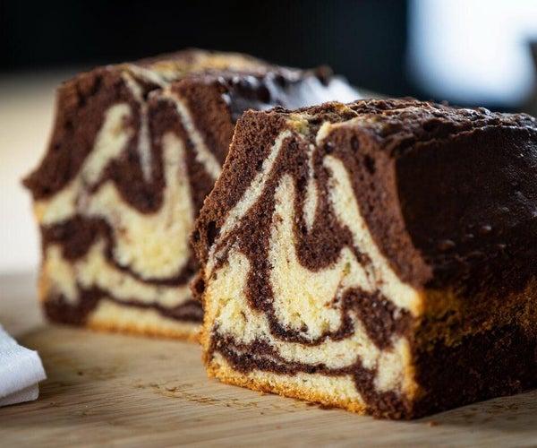 额外的潮湿大理石蛋糕