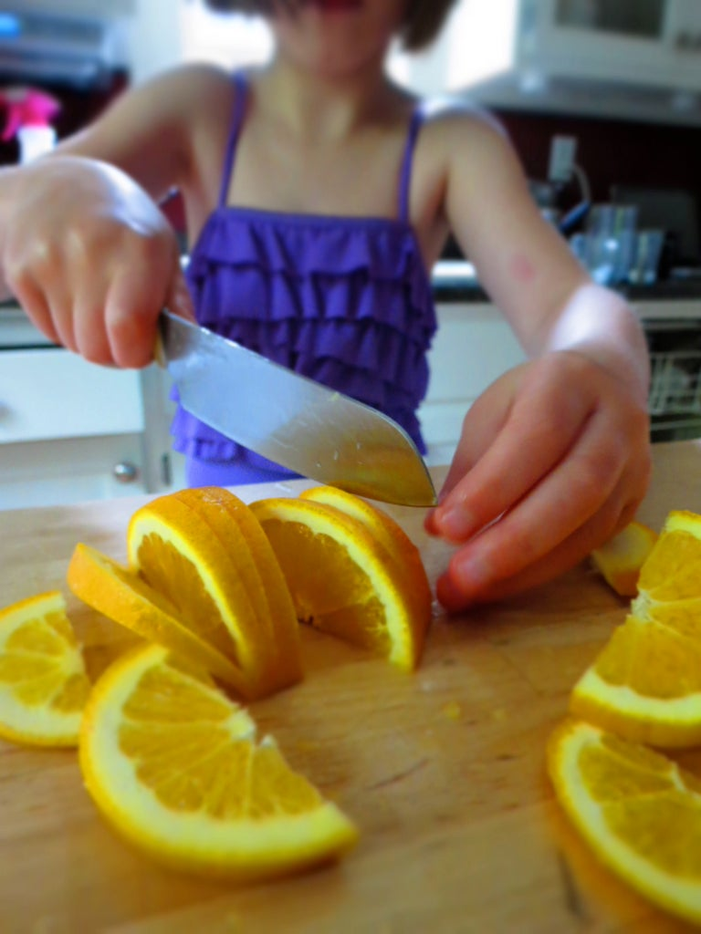 How to Slice an Orange Correctly, Like a 9 Year Old