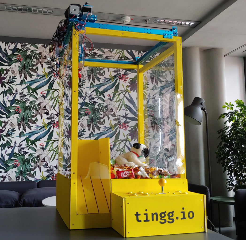 Candy Claw Machine With Online Monitoring