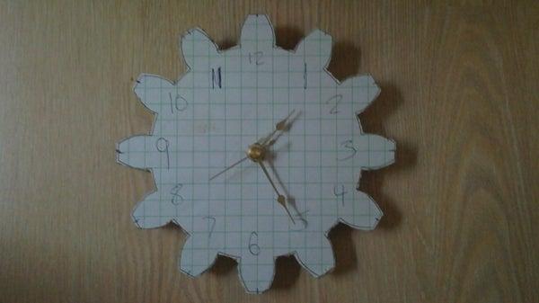 Simple Gear Shaped Clock
