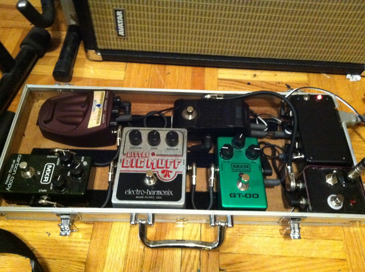 Guitar Effects Pedalboard & Case w/ Isolated Power Supply