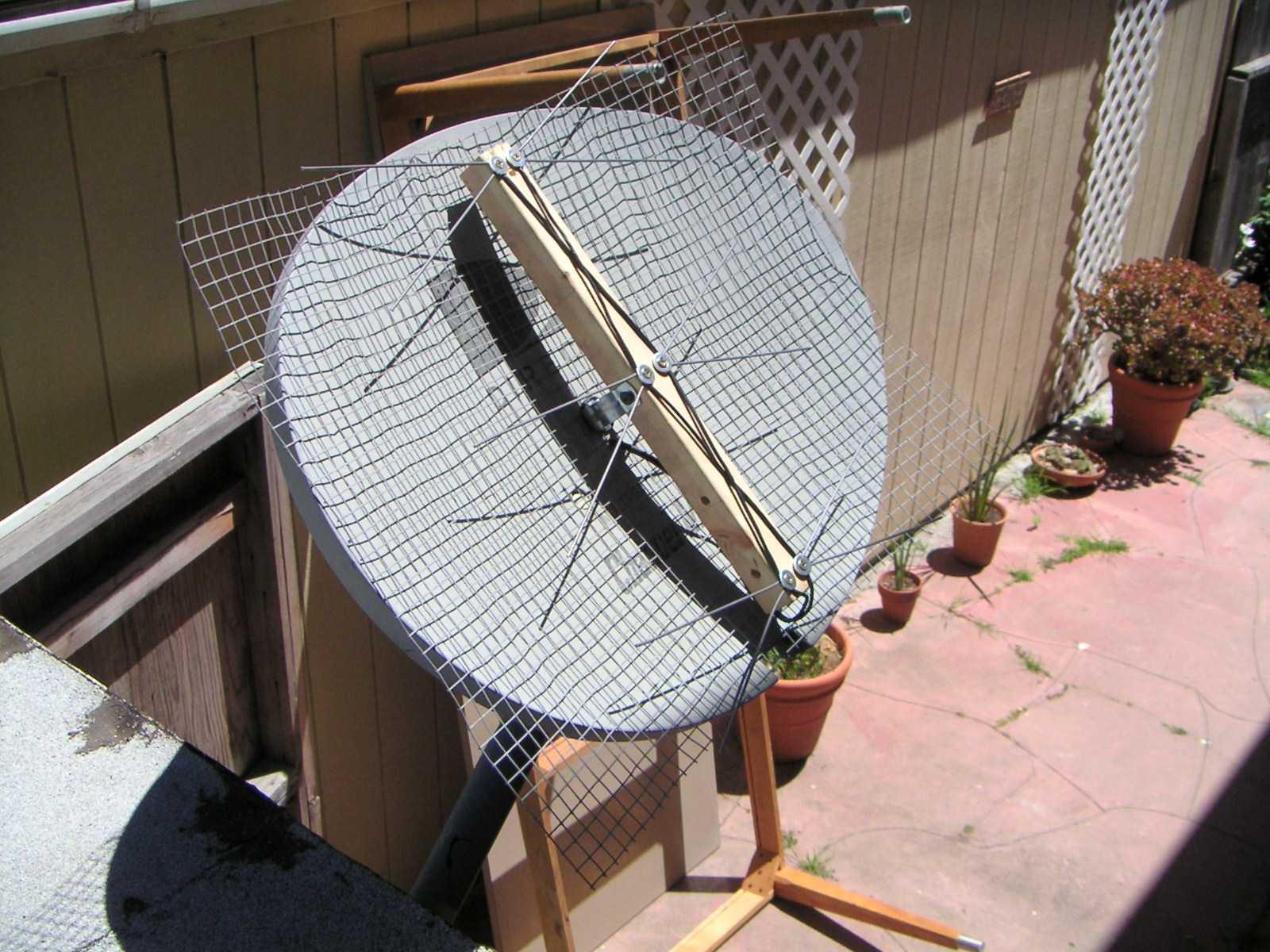 HDTv Antenna on a Direct TV mount.