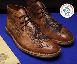 在皮鞋上纹身掠夺者的地图