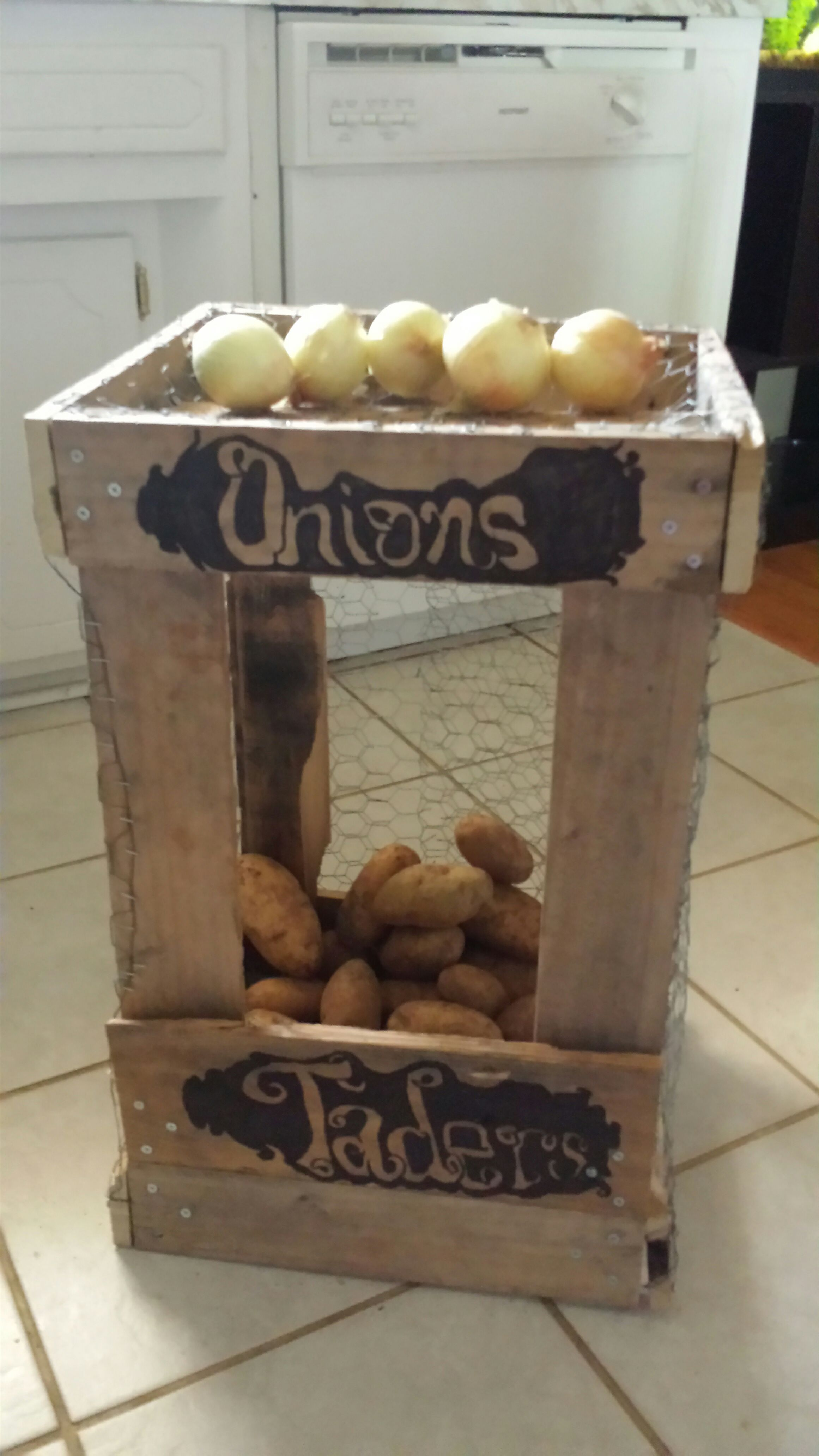 Pallet Bin for Potatos and Onions