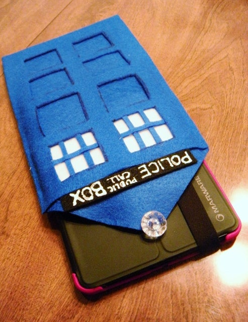 No-Sew T.A.R.D.I.S. Case for Handheld Devices!
