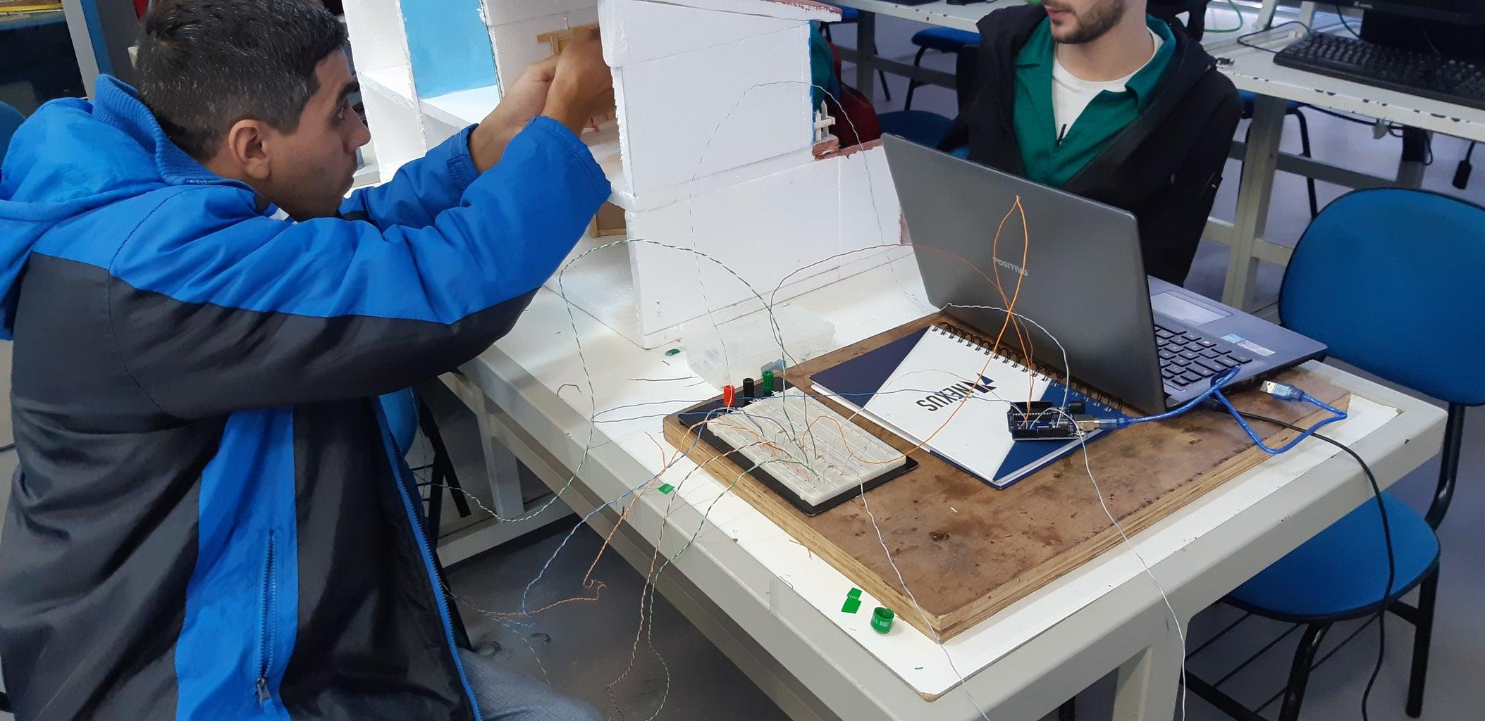 Fazer a Ligação Das LED Dentro Da Maquete