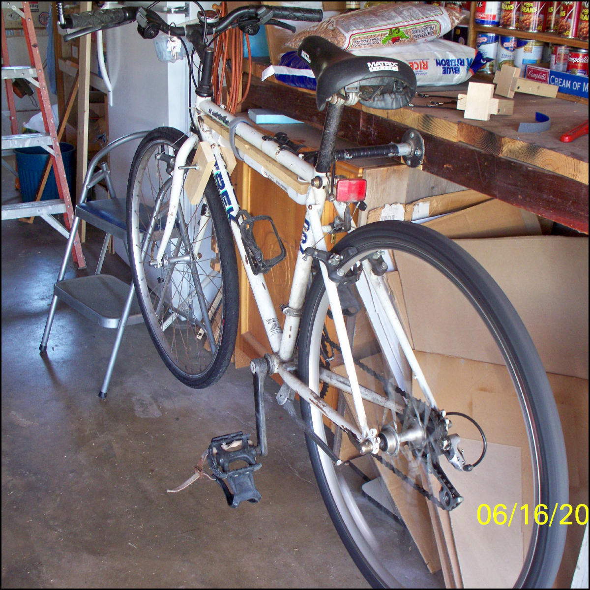 Make A Quick and Easy Bicycle Rack For Repairs