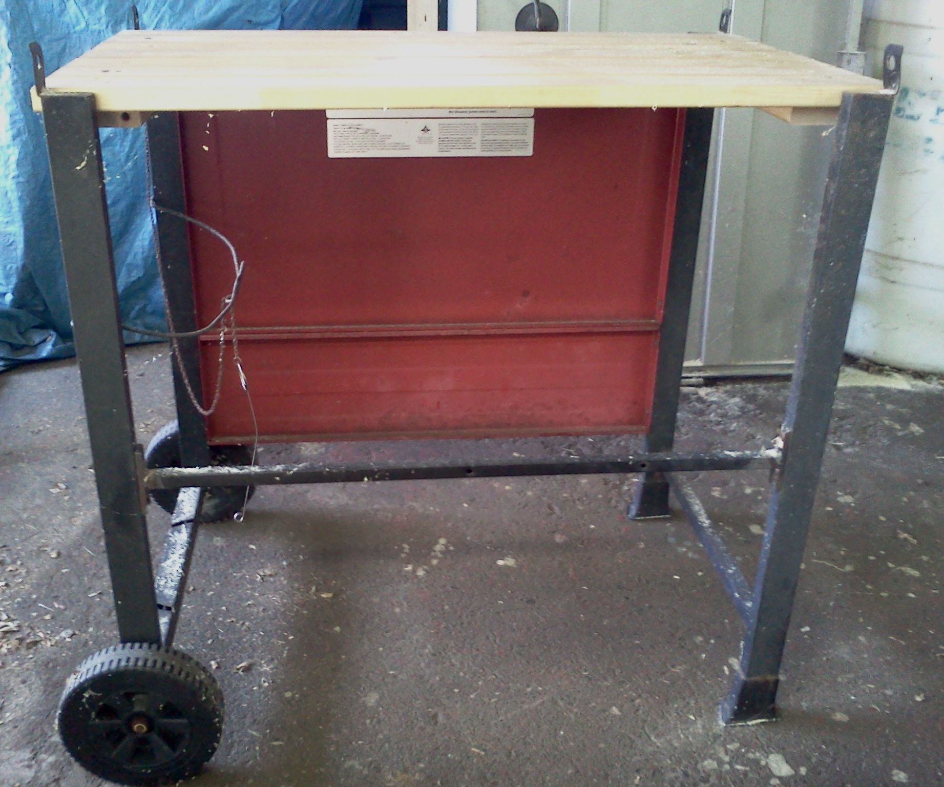 Portable Workbench From A Barbecue