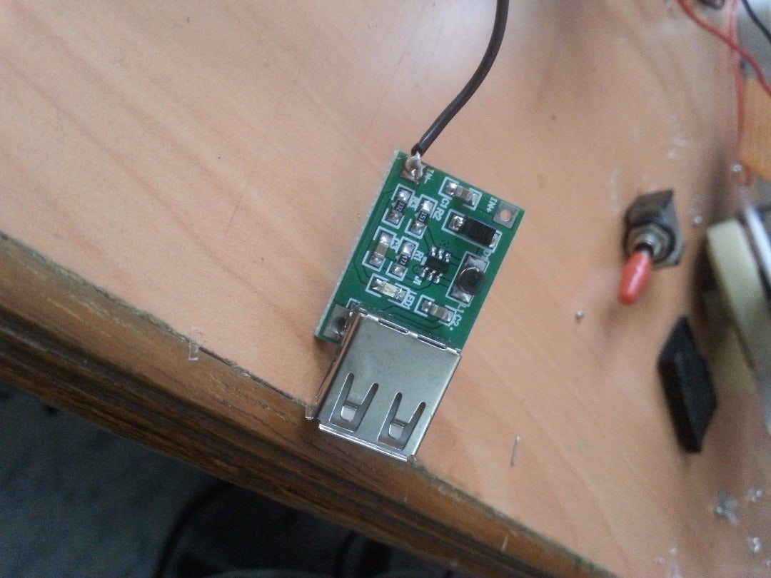 Attaching the Charge Controller,usb Circuit and the Battery: