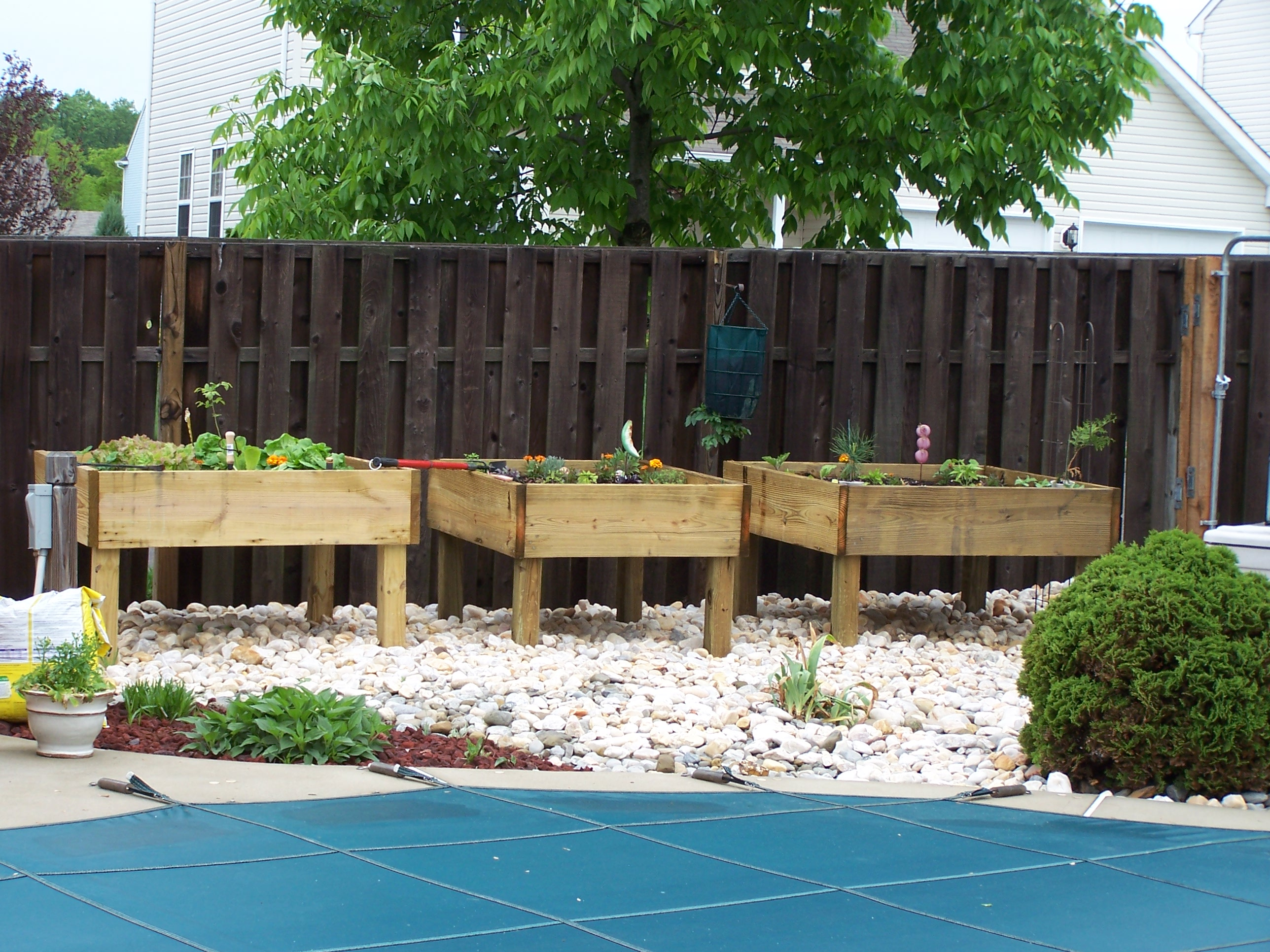 Raised Garden Bed On Legs 3 Steps Instructables