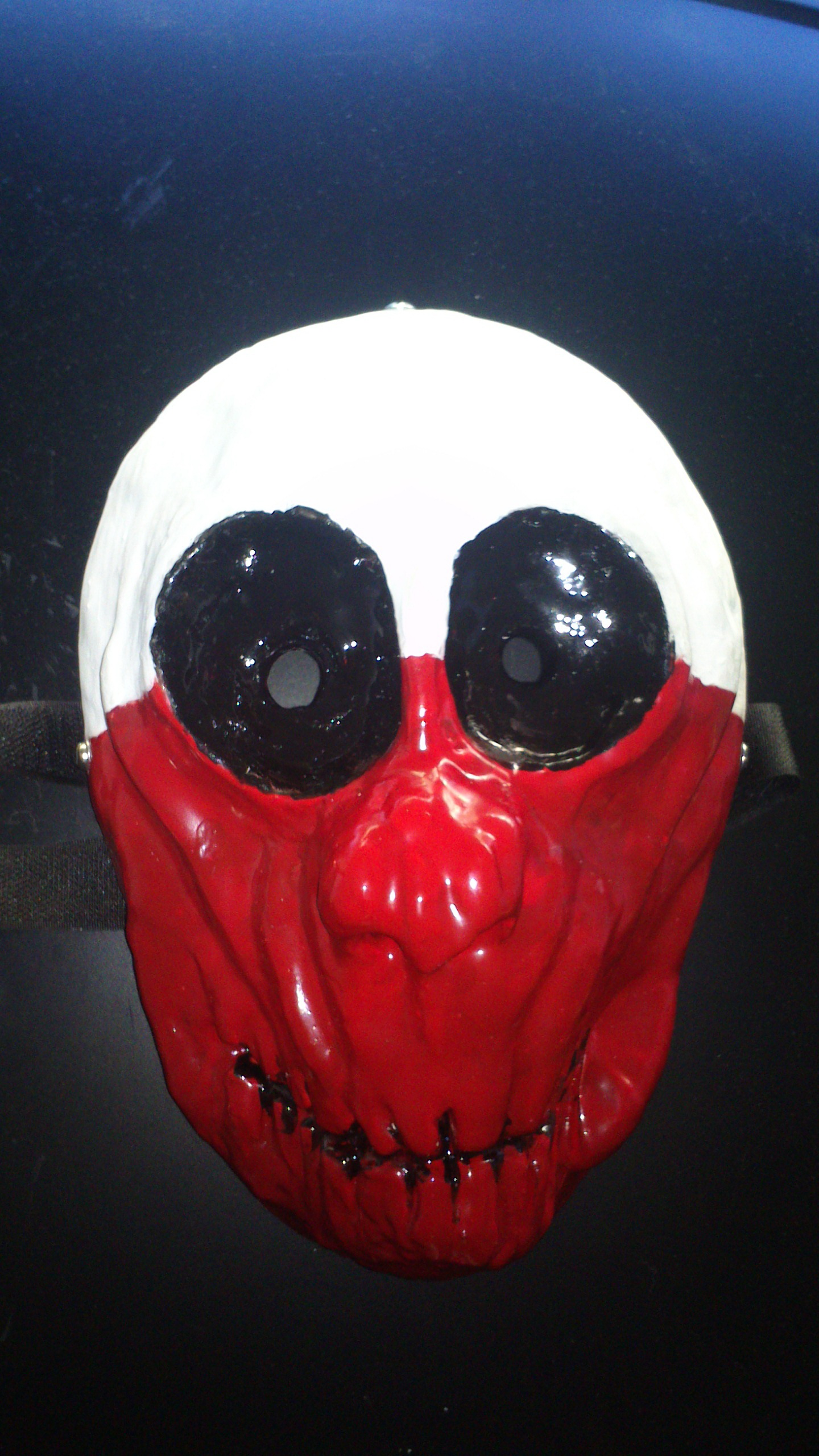 Making a mask out of Fiberglass-Resin.