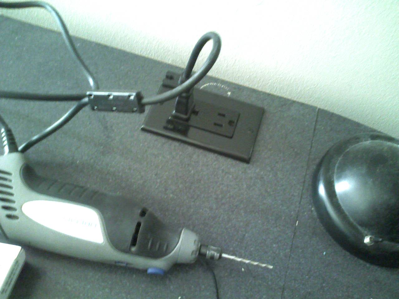 Cheap and easy desktop electric outlet