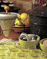 Homemade Apple Jelly Makes a Great Gift