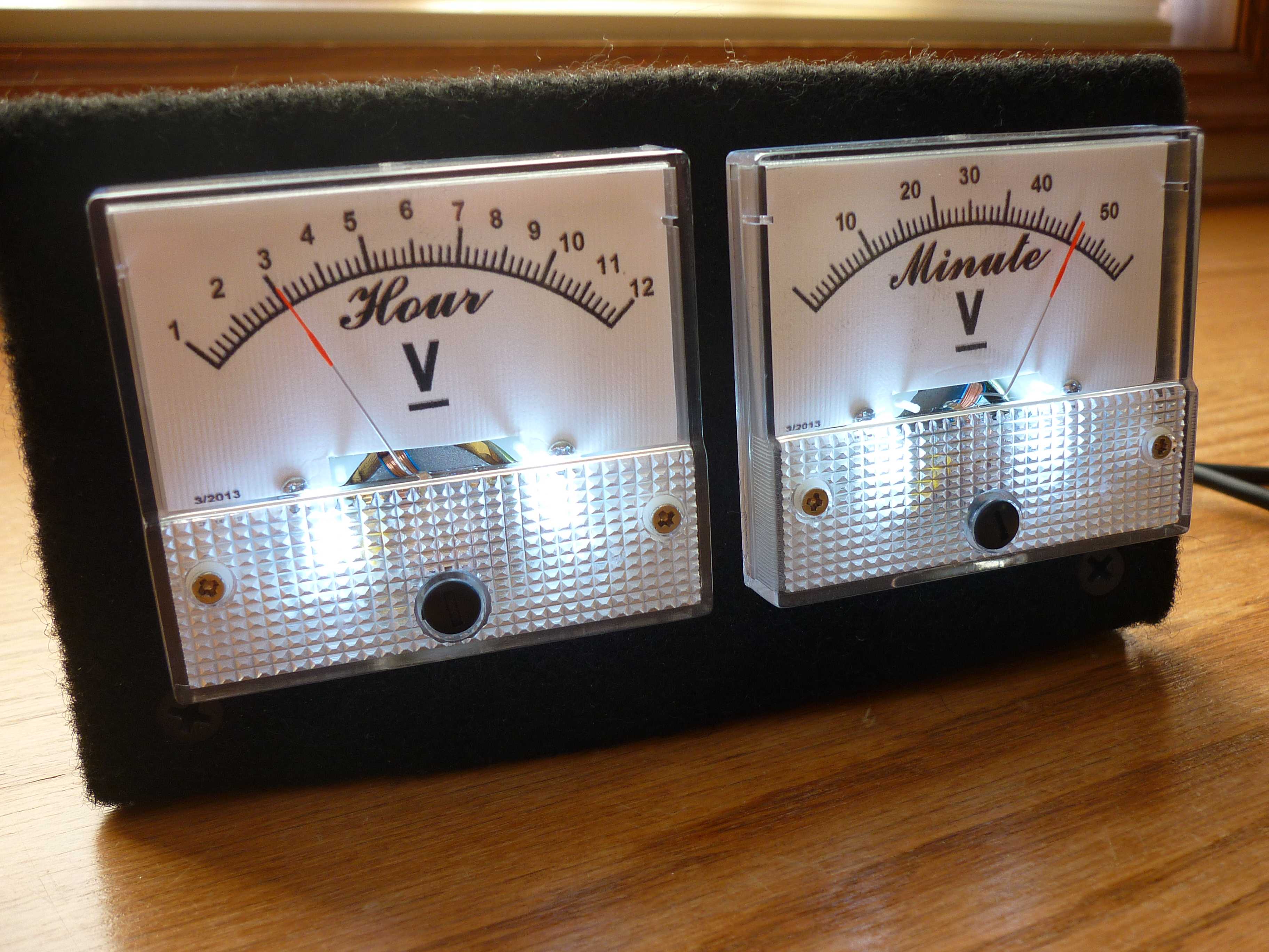 Analog VU meter and Clock (Arduino Powered)