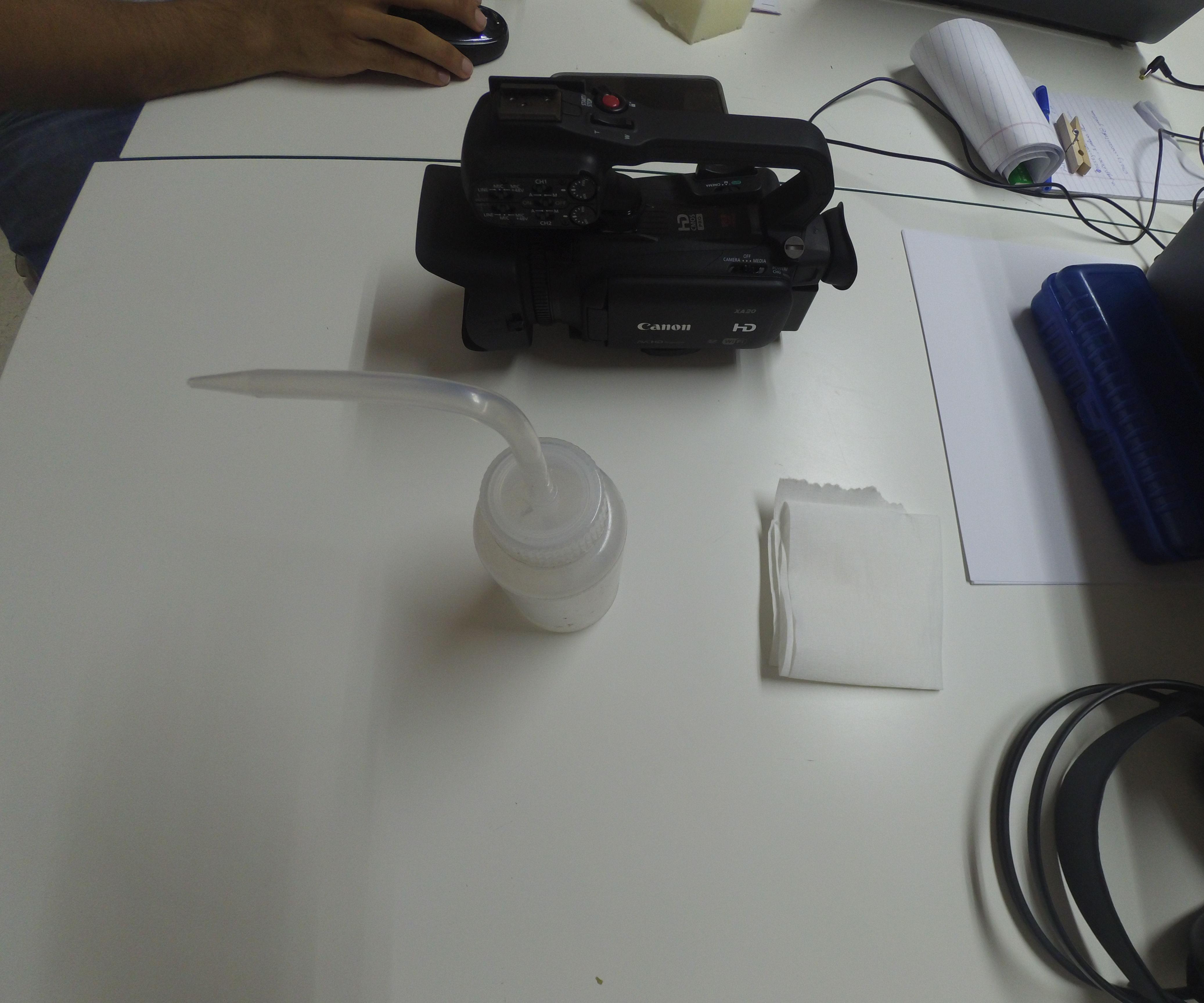 Como Limpiar El Lente De Una Cámara Canon XA20