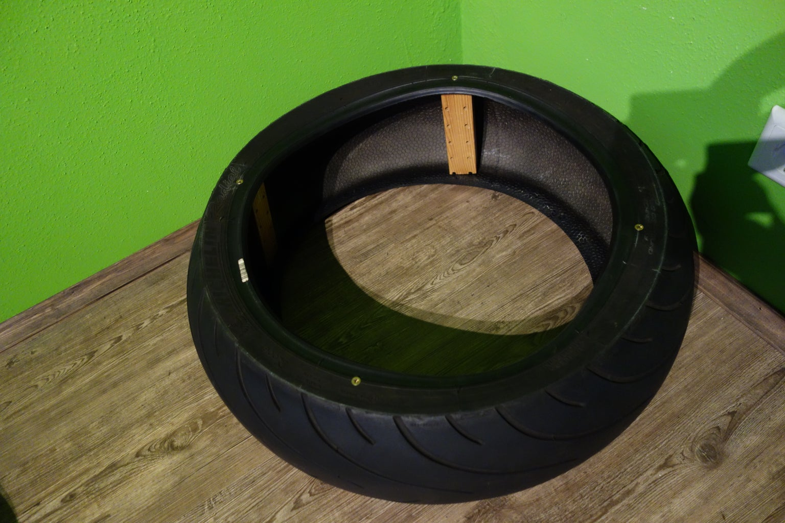 Support for the Lower Tire