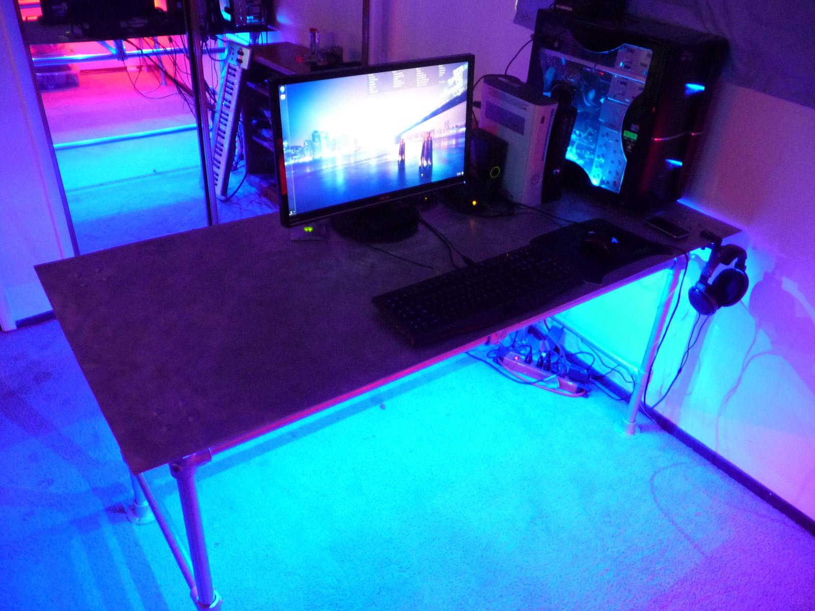 Aluminum Plate Desk with LED Illumination