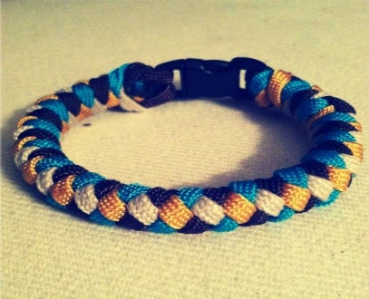 How to Tie a 4 Strand Paracord Braid With a Core and Buckle.