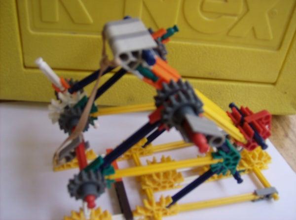 A Elastic Powerd Little Catapult (E.P.L.C.)