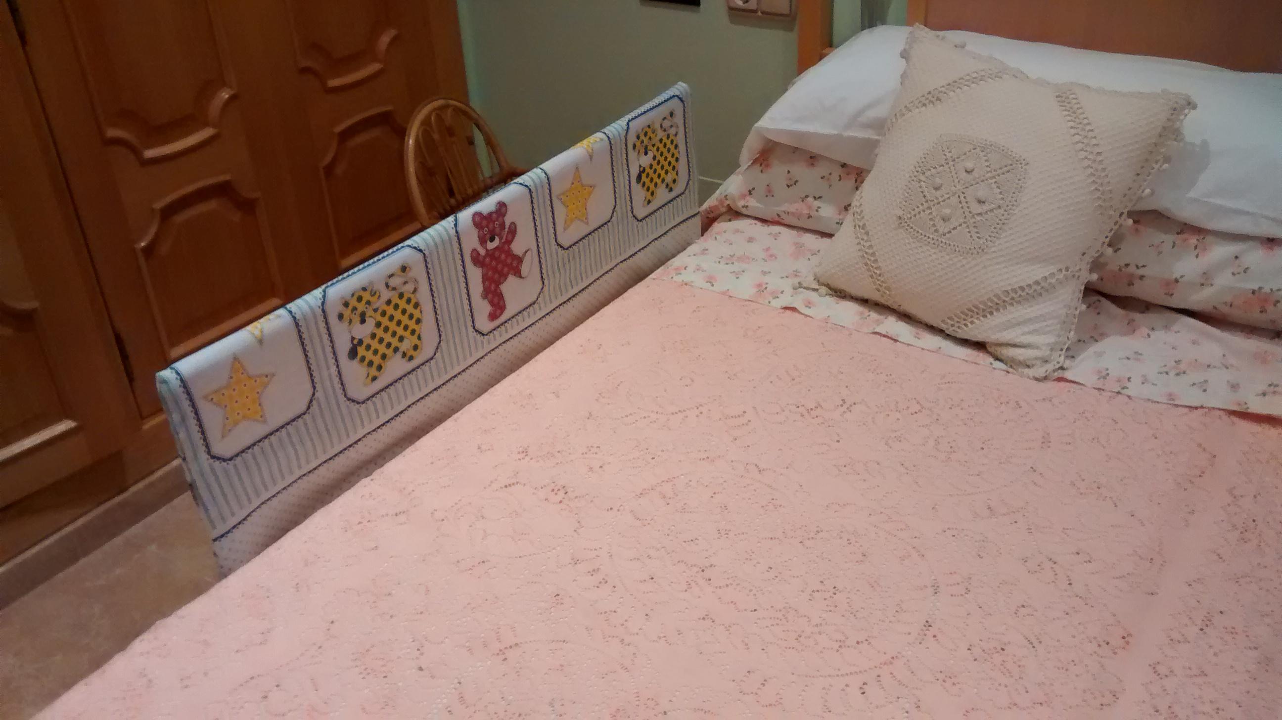Barreras anticaida para la cama usando PVC