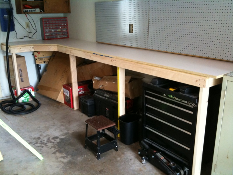 Cheap and Easy Garage Workbench
