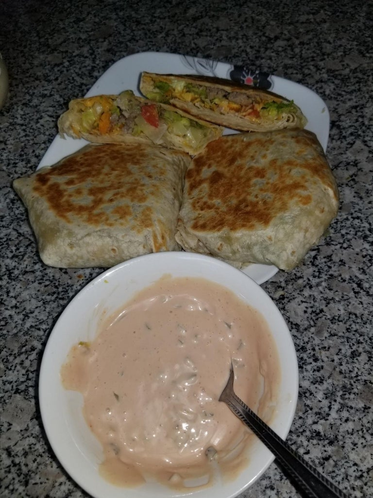 Curger Brunch-wrap With a Side of Sauce