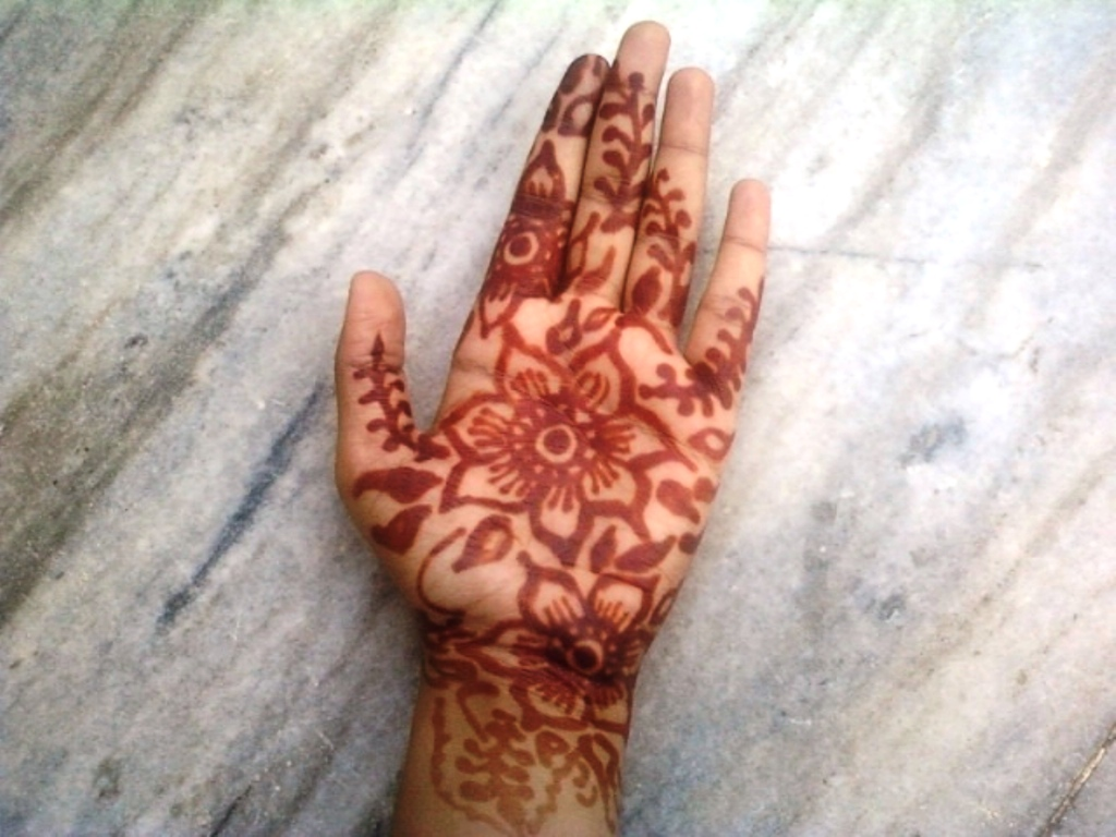 Indian Mehendi Art:  Decorating your hands with Natural home made Henna paste