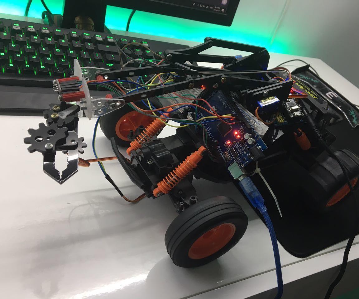 Brazo Robótico Con Agarre Automático Y Movilidad