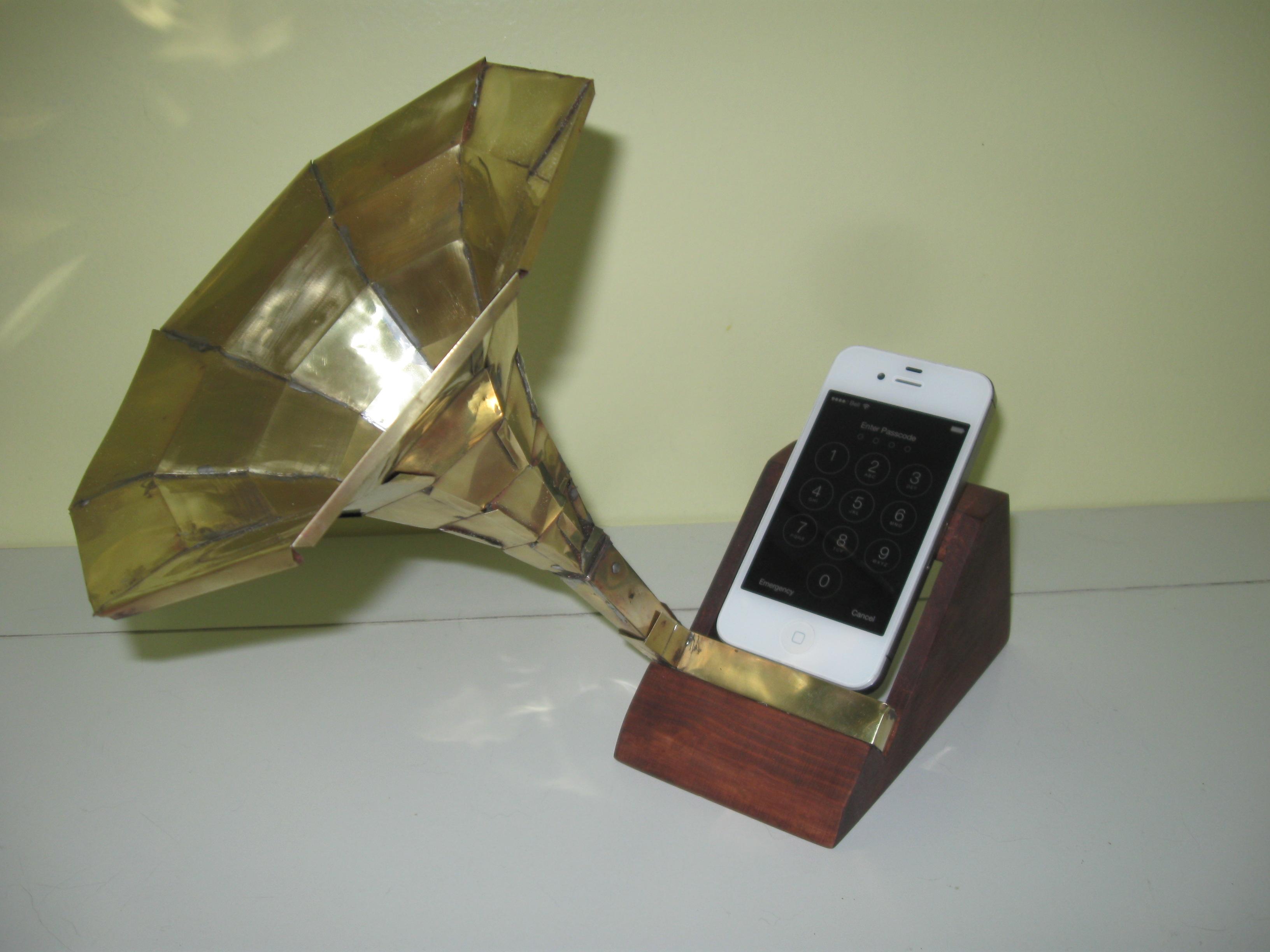 Gramophone dock AKA Shiny Metal Papercraft