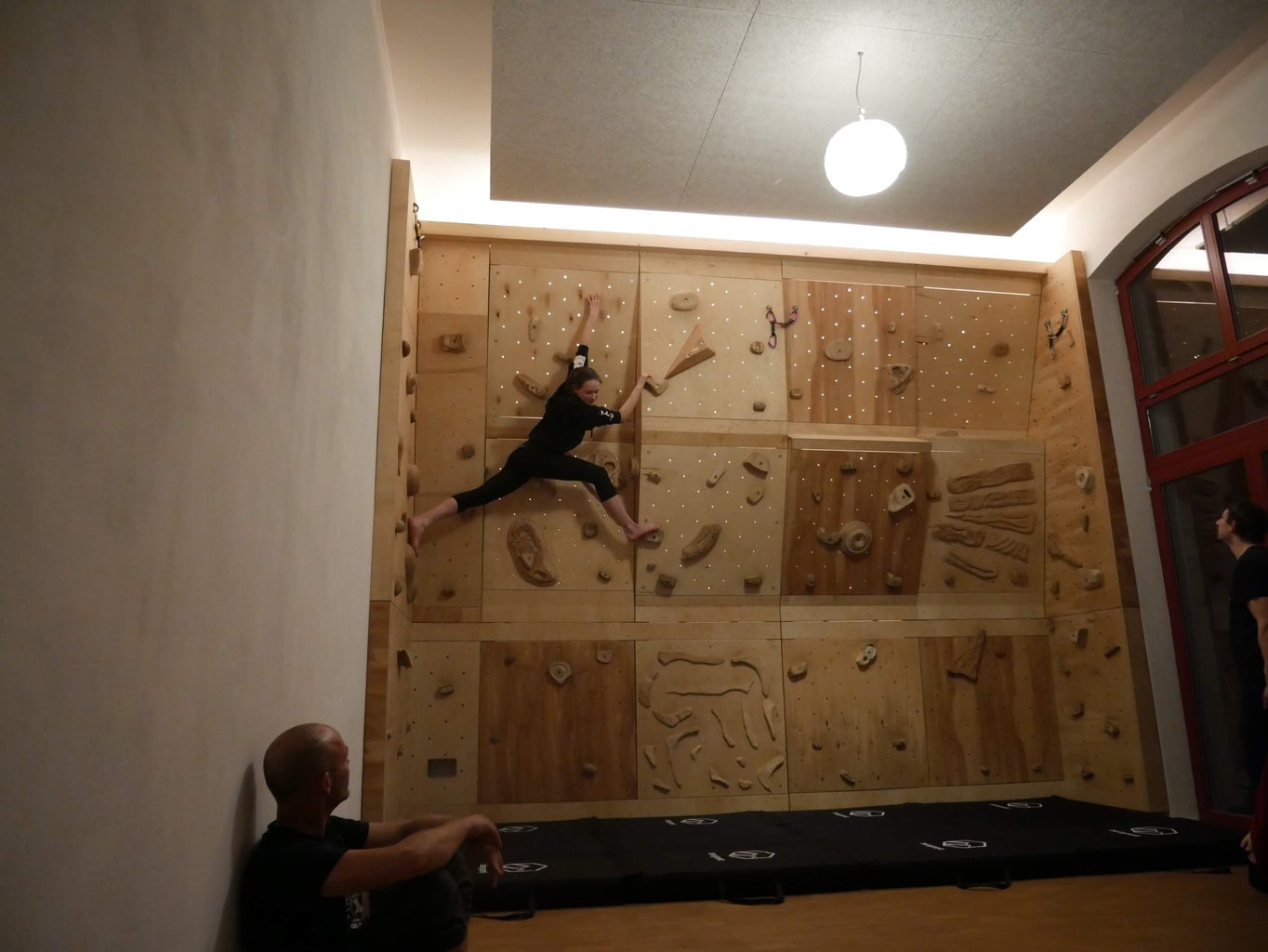 Attaching the Elements to the Wall