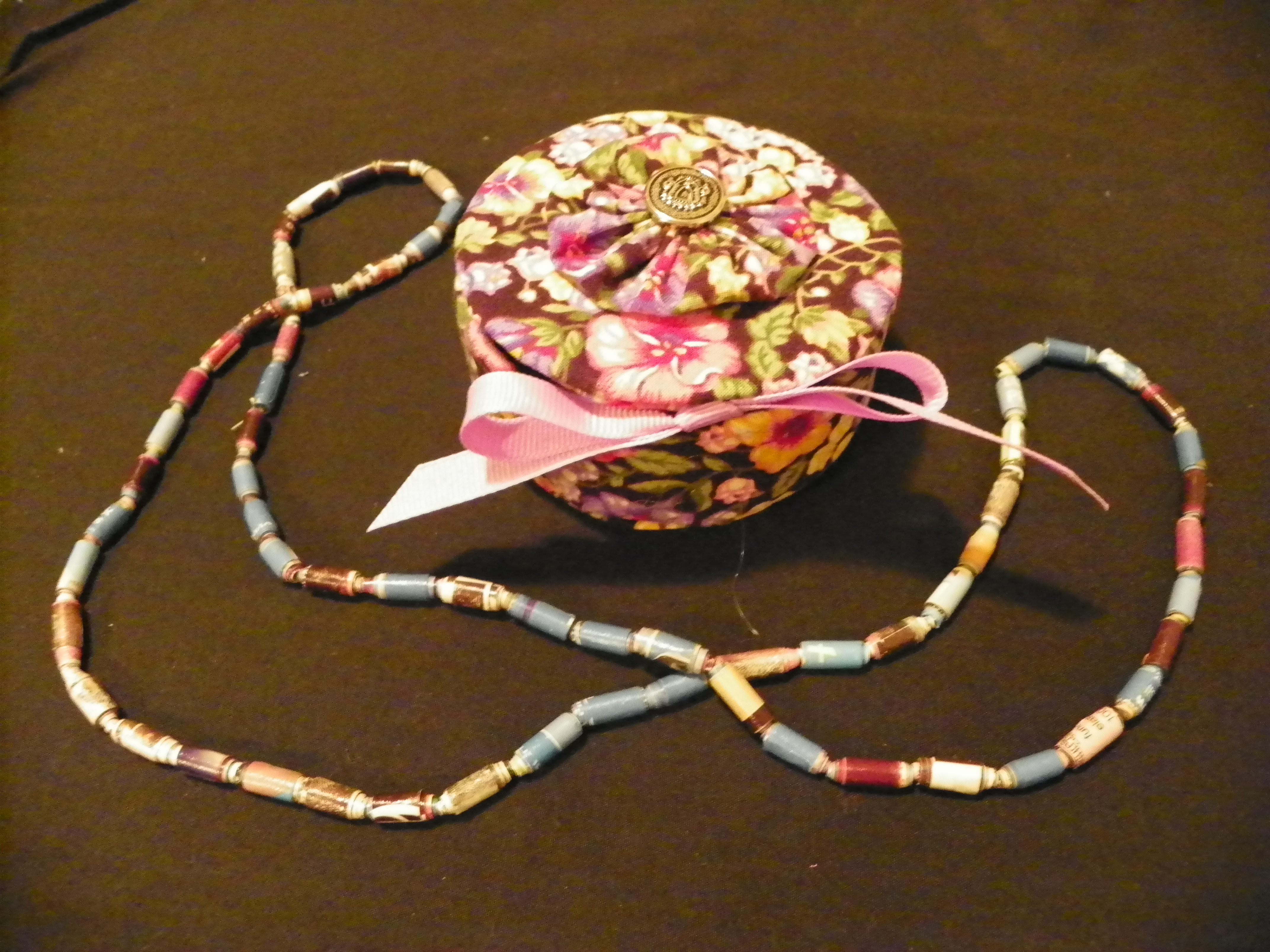 Tuna fish can jewelry box and paper beads
