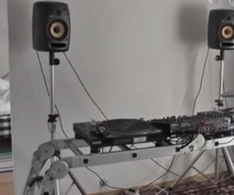 ladder dj desk